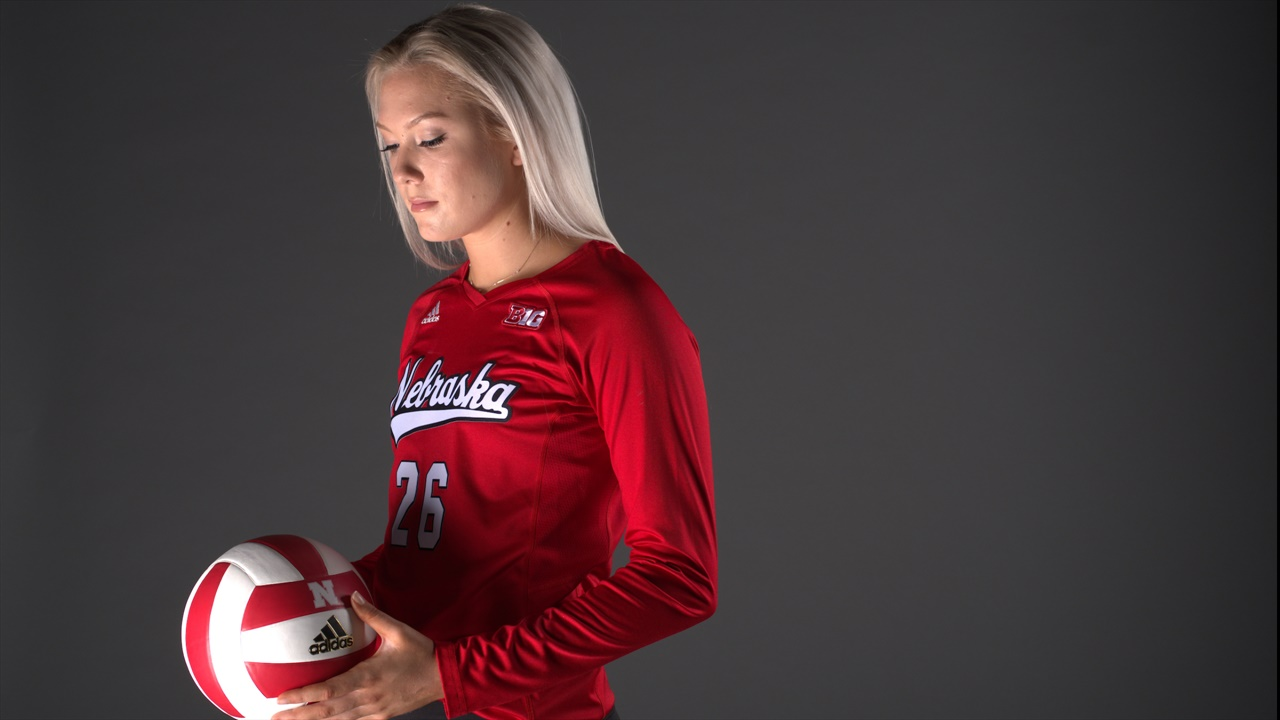 The Lo Down Nebraska Volleyball Finds Its Why For 2018 Hail Varsity