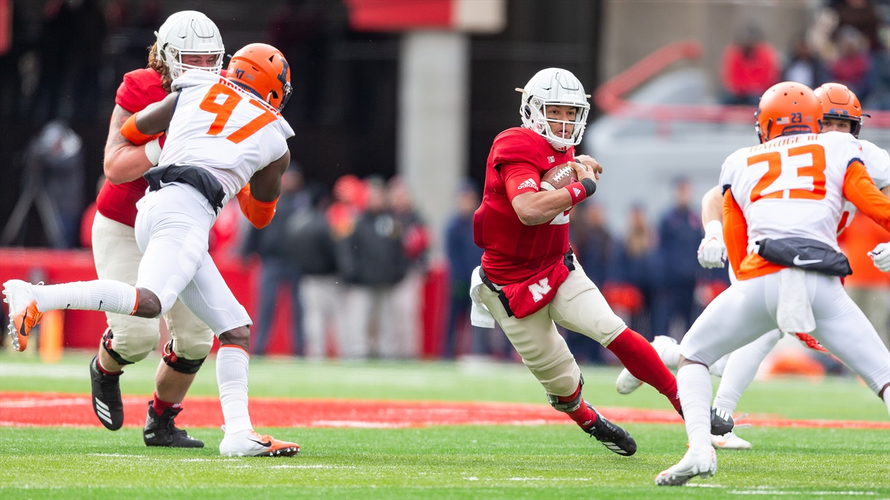Hot Reads: Huskers Have to Have an Answer for Illini Pass Rush