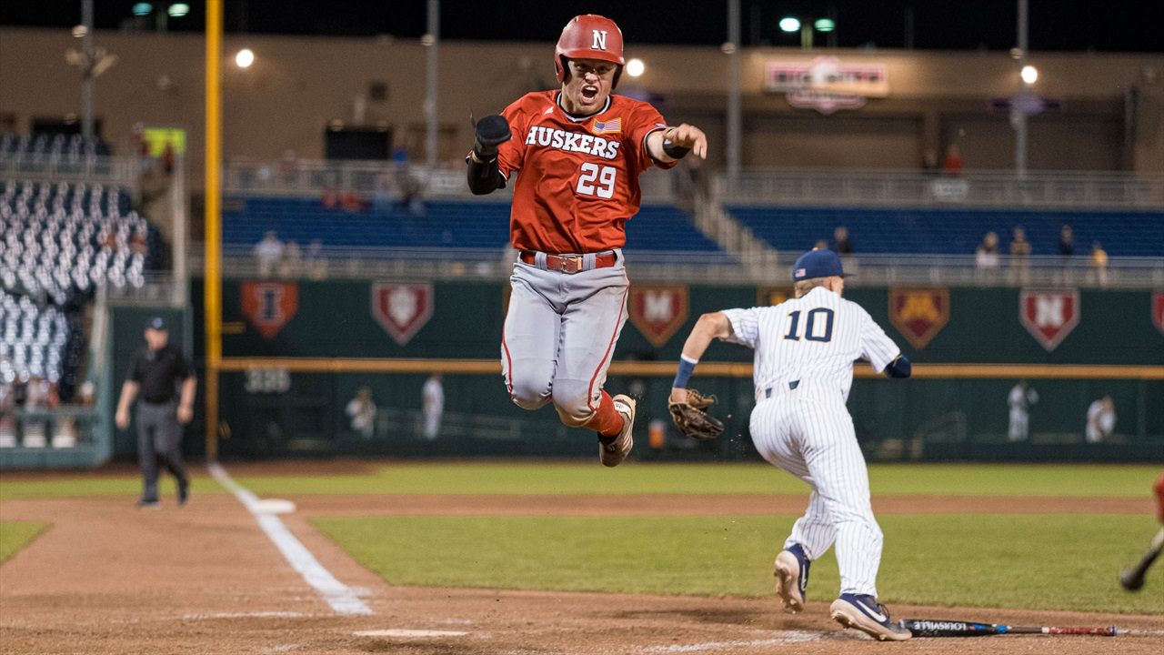 Huskers Will Play for Big Ten Title After 7-3 Win Over Michigan